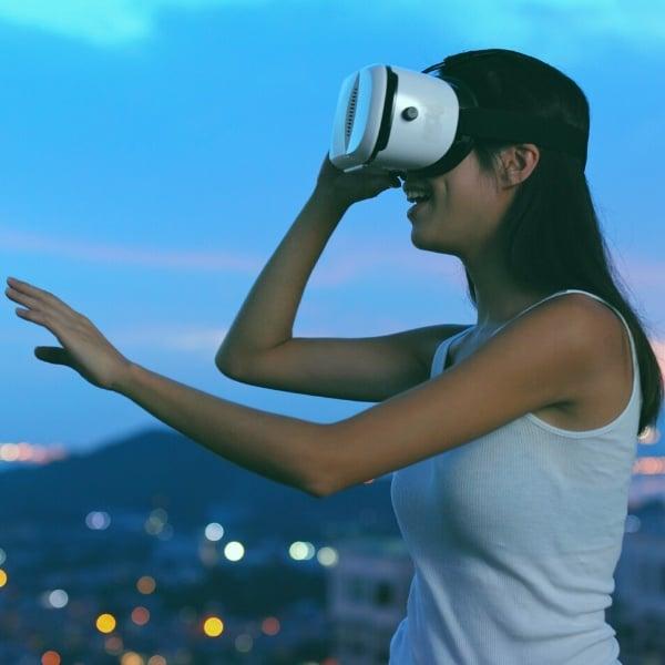 Facebook, realtà virtuale, Apple