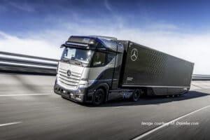 Daimler Truck e Shell: accordo per l'autotrasporto di idrogeno in Europa